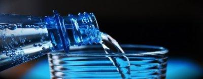 Lustige Übelsetzungen: Wasser mit Blähungen